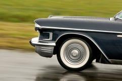 Cadilac - экстренныйый выпуск Fleetwood 60 в движении Стоковое Фото