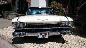Cadillac Coupe DE Ville - Retro toont Auto van Roemenië in Sinaia Stock Foto's