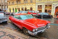 Cadillac-Eldorado in straten van Praag Stock Fotografie