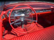 Cadillac instrumentbräda i rött Arkivfoto