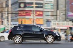Cadillac SRX SUV w ruchliwie centrum miasta, Pekin, Chiny Obrazy Stock