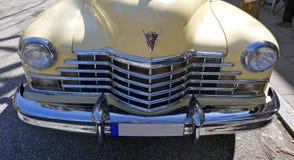 Cadillac vaniljguling, amerikanaren av 40-tal, modellerar yoga Matt, 1947 för 62 kupé Raritet! Hamburg Tyskland, April 2018 pe Royaltyfria Bilder