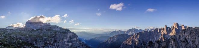 Cadini-Tal im Dolomit-Sonnenaufgang Stockfoto