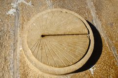 Cadran solaire antique dans le fort de Jaisalmer, Inde Photos stock