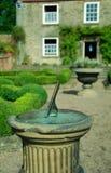 Cadran solaire de jardin Photographie stock libre de droits