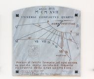 Cadran solaire de marbre dans Aquileia photos stock