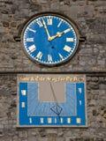 Cadran solaire et horloge images libres de droits