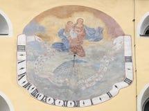 Cadran solaire sur la façade de St John l'église baptiste dans Varazdin, Croatie Photo stock