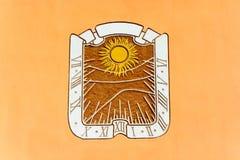 Cadran solaire sur le mur de la maison Image libre de droits
