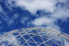 Cadre blanc de globe et ciel bleu Photo libre de droits