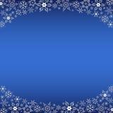 Cadre bleu d'hiver avec les flocons de neige blancs Photographie stock