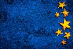 Cadre d'étoiles Étoiles tirées sur l'espace bleu de vue supérieure de fond pour le texte Photo libre de droits