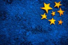 Cadre d'étoiles Étoiles tirées sur l'espace bleu de vue supérieure de fond pour le texte Photo stock