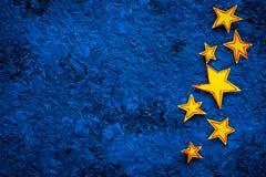 Cadre d'étoiles Étoiles tirées sur l'espace bleu de vue supérieure de fond pour le texte Photos libres de droits