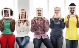 Cadre d'amis de hippie de diversité tenant le concept Photos libres de droits