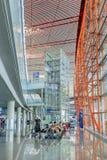Cadre d'ascenseur couvert de panneaux en verre, aéroport international capital de Pékin Images libres de droits