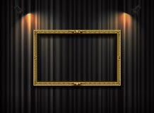 Cadre d'or avec le projecteur sur le vecteur de fond de rideau Images stock