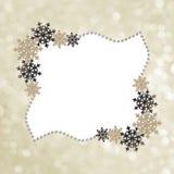 Cadre d'hiver avec des flocons de neige et des perles de décoration photo libre de droits