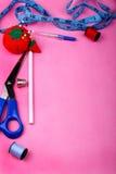 Cadre d'outil sur le rose Photo libre de droits