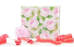 Cadre de cadeau avec des roses Images libres de droits