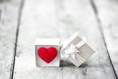 Cadre de cadeau avec le coeur Photographie stock