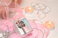 Cadre de cadeau avec le décor de fête photographie stock libre de droits