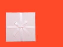 Cadre de cadeau blanc avec des bandes Photos stock