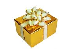 Cadre de cadeau d'or sur le fond blanc. Image libre de droits