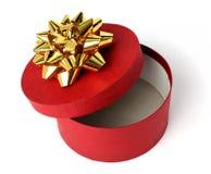 Cadre de cadeau de couleur rouge avec une proue d'or Image libre de droits