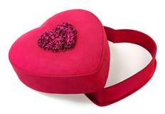 Cadre de cadeau en forme de coeur rouge d'isolement sur le blanc Photographie stock