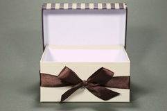 Cadre de cadeau ouvert photos stock