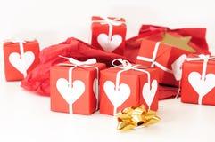 Cadre de cadeau rouge avec des bandes Image stock
