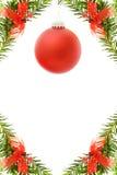 Cadre de fête de Noël avec la babiole rouge Photographie stock libre de droits