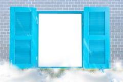 Cadre de frontière, Windows en bois sur des murs de briques Image libre de droits