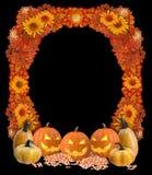 Cadre de Halloween avec des Jack-O-lanternes, des bonbons au maïs, et la veinule d'automne Photo stock