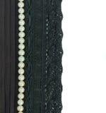 Cadre de lacet et de perles Photographie stock
