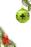 Cadre de Noël avec la babiole verte Image libre de droits