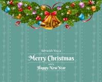 Cadre de Noël avec la guirlande, la feuille de houx, la boule, le ruban et la cloche Image stock