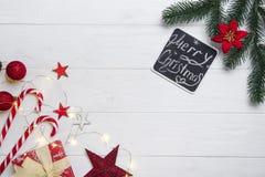 Cadre de Noël avec la sucrerie et les jouets photos stock