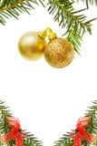 Cadre de Noël avec les babioles et l'arbre de pin d'or Image libre de droits