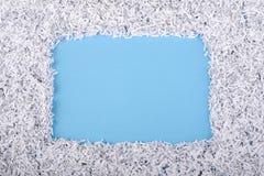 Cadre de papier sur le bleu image libre de droits