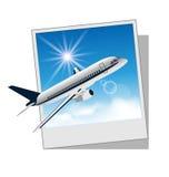 Cadre de photo avec l'avion d'isolement sur le fond blanc Images stock