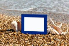 Cadre de photo sur la plage, photographie sur la plage, coquilles de mer, photographie stock