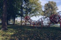 Cadre de s'élever d'enfants au parc de Sloterplas photos stock