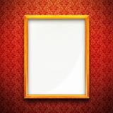 Cadre de tableau sur le papier peint rouge Photographie stock libre de droits