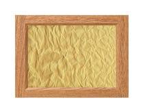 Cadre en bois avec le papier chiffonné d'isolement sur le blanc Photographie stock
