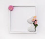 Cadre en bois blanc pour un fond ou carte de voeux avec deux il Image libre de droits