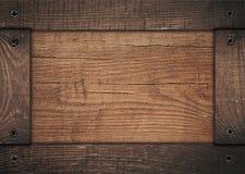 Cadre en bois de Brown vissé sur le conseil en bois Photos stock