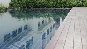 Cadre en bois de piscine banque de vidéos