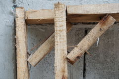 Cadre en bois pour des travaux de construction Photos stock